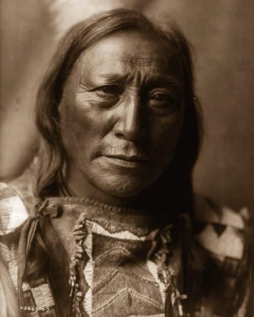 Uomo Pellerossa, 1907